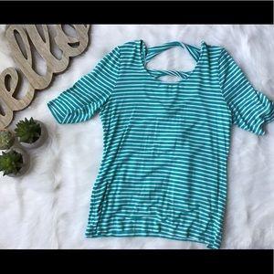 Market & Spruce 3/4 sleeves open twist back shirt